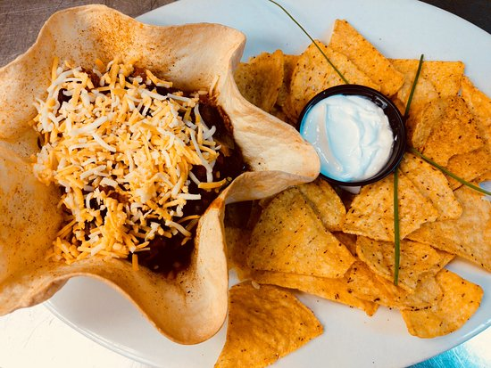 Grand Forks, Canadá: Homemade chili in tortilla bowl.