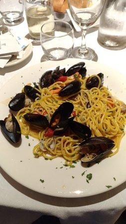 Potenza Picena, Italie : P_20180419_212345_vHDR_On_large.jpg