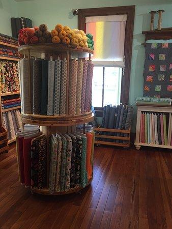 DeLand, فلوريدا: Fabulous fabric and yarn!