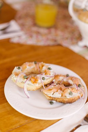 Tyne Valley, Canada: Bagels with smoked salmon and dilled cream cheese