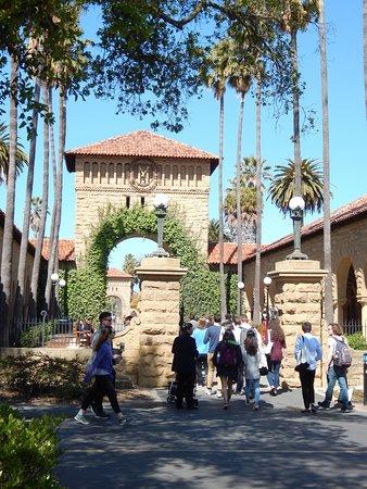 Пало-Альто, Калифорния: Famous gate entrance