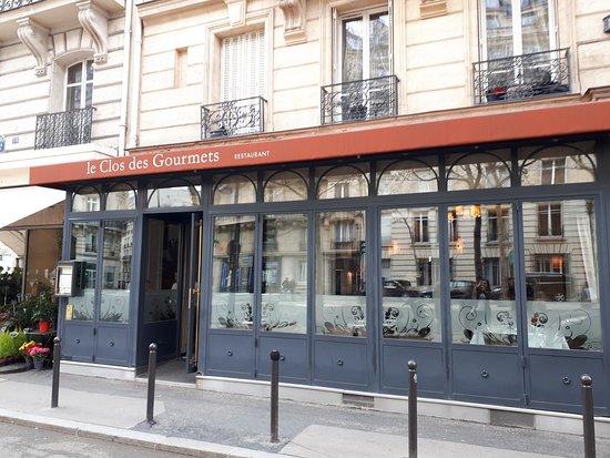 Le Clos des Gourmets: Restaurace z ulice.