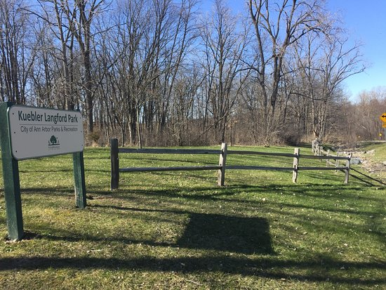 Ann Arbor, MI: Entrance to park off Huron River Drive (roadside parking)