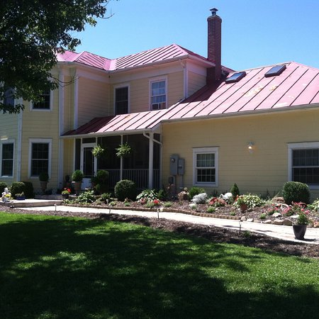 A Country Home, 7m from Greenville, OH.  One rm with king bed & bath, second rm with queen bed &
