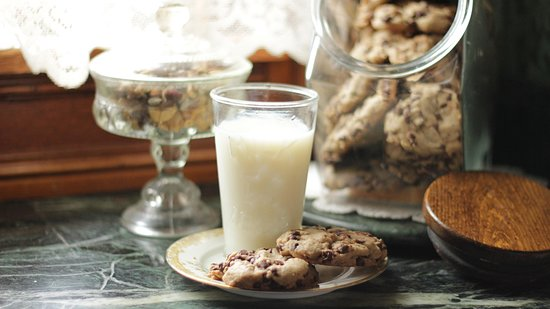 Schuster Mansion Bed & Breakfast: There is always Chocolate Cookies waiting for you in the Butlers Pantry.