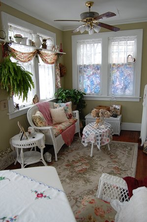 Schuster Mansion Bed & Breakfast: Laura Sue's Suite - has a Sun Room with a southern exposer.