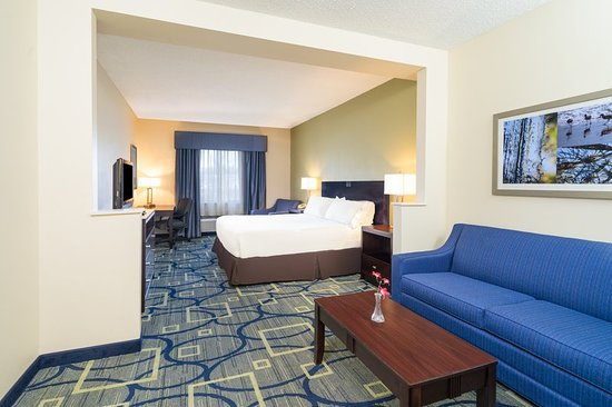 Holiday Inn Express Hotel & Suites Easton: Guest room