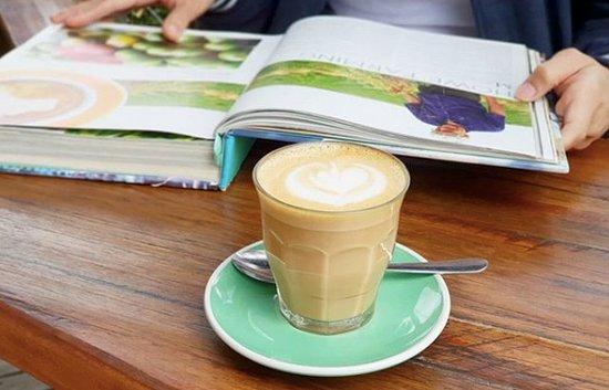 Livefast Lifestyle Cafe: Latte