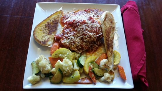 Lakewood, CO: Baked Lasagna with Mixed Vegetables and Garlic Bread