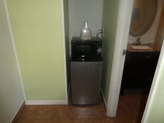 Wilsonville, OR: fridge and microwave