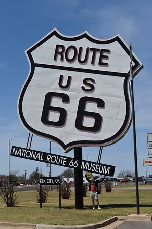 Elk City, OK: Biggest Route 66 sign in the world
