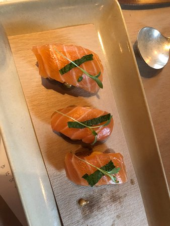 Pound Ridge, NY: The crispy Salmon Sushi