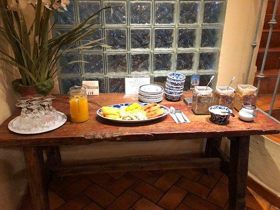 Casa Calderoni Bed and Breakfast: orange juice, cut fruit, etc.