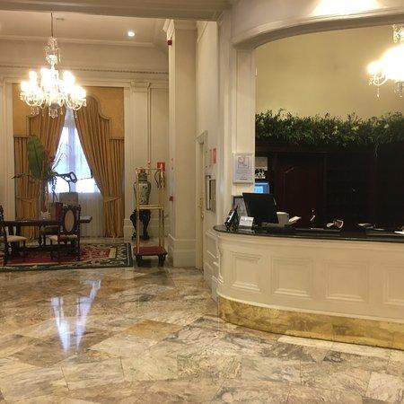 Hotel Carlton Photo
