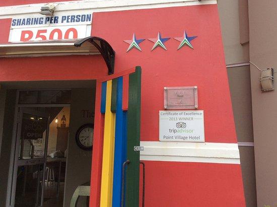 Point Village Hotel: Entrada con placa de Tripadvisor