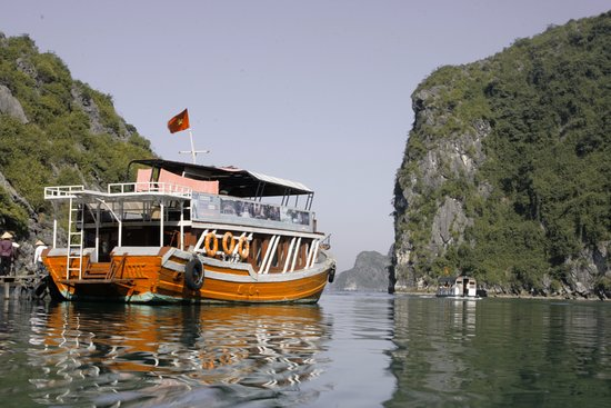 Halong Bay Cocktail Cruise