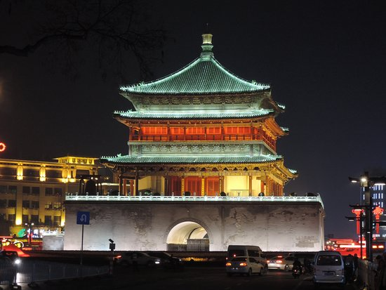 Bryanbai private tour: Xian bell tower at night
