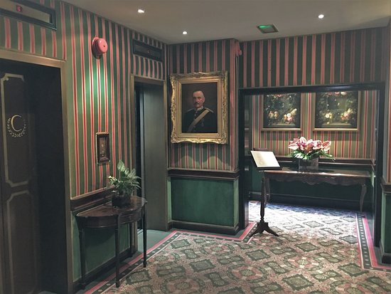 The Chesterfield Mayfair Luxury Entrance To Lifts And Dining Area