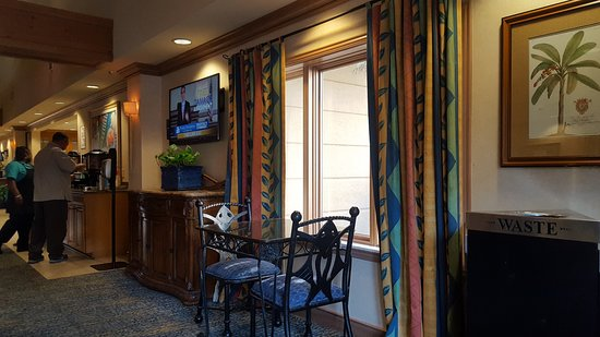 Homewood Suites by Hilton Fort Myers: breakfast area