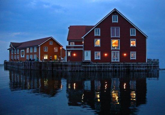 Haroy, Norway: Små og store lokaler gir spillerom for små og store selskap. Totalt kan vi bespise 275 personer.