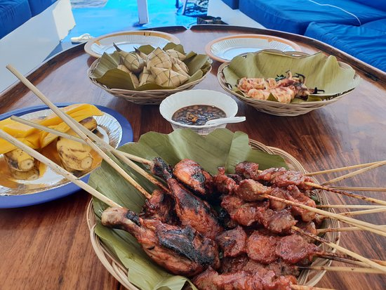 Fun & Sun Dive & Travel: Amazing lunch cooked and provided by the staff