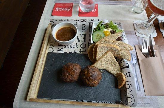 Erp, The Netherlands: Petit plat typique : boulettes de viande aux aromates