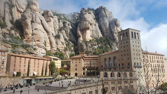Montserrat Monastery: Monastère