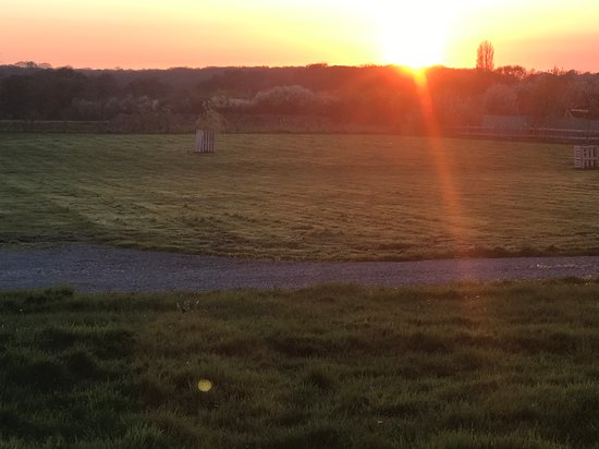 Hassocks, UK: Sunset at Southdownway Caravan and Camping Park