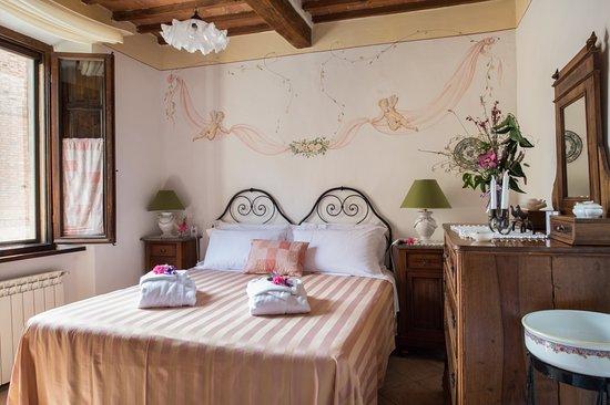 Castelmuzio, Italia: One of two bedrooms in Il Cielo