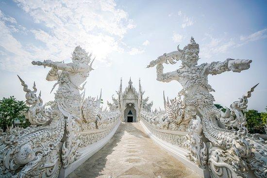 Wat Rong Khun: Demons? Chinese mythology has something similar