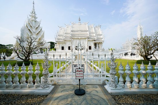 Wat Rong Khun: A very photogenic side view