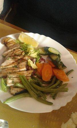 Trattoria il Contadino: Tagliata di pesce spada con contorno di verdure lesse