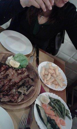 Trattoria il Contadino: Bistecca alla Fiorentina con contorno di patare fritte e verdure lesse