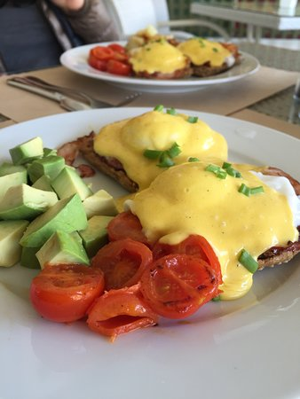 Antipata, Grecia: PICNIC's Famous Eggs Benedict, served every Sunday