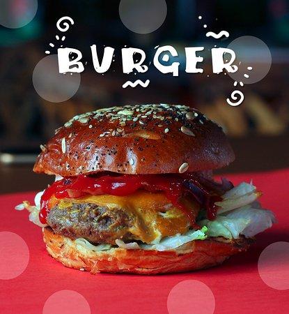 Castilleja de la Cuesta, İspanya: Esta burger es mu' flamenca. Ven a Iguanas Ranas y la saboreas antes ir a la Feria.
