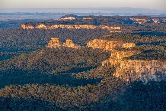Rolleston, أستراليا: Flying over Moolayember National Park