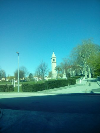 Hotel President Solin: the church and path that leads to the village