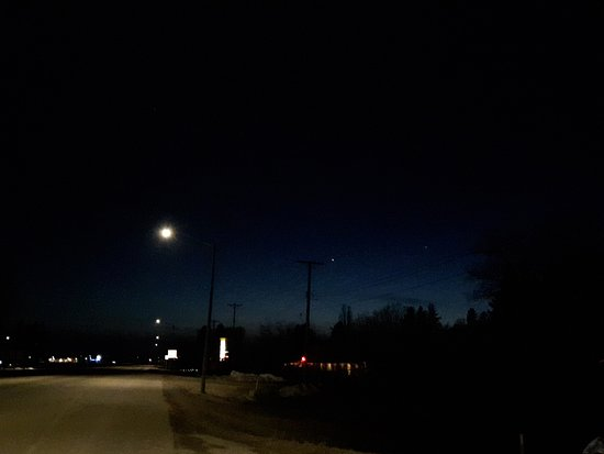 Neepawa, Canada: The walk from the Boston Pizza, back to the Motel.