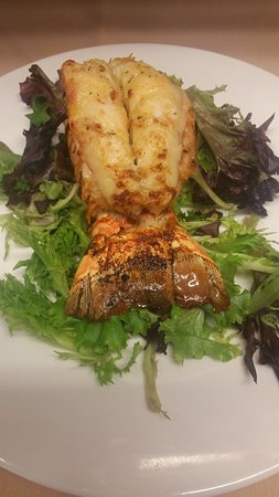 Whitney Point, Νέα Υόρκη: Broiled 8oz Lobster Tail Brazilian