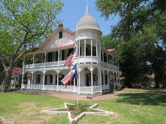 Gruene Historic District: Some nice old buildings