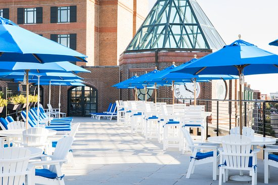 Belmond Charleston Place: Rooftop pool bar