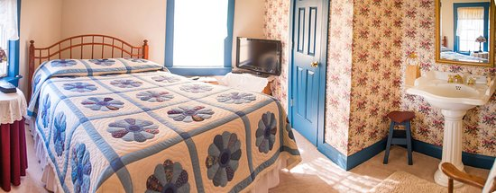 A Day in the Country B&B: Blue Quilt Room