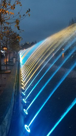 ‪Illuminated Fountain‬