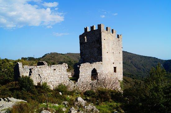 Ruines de Chateauneuf Villevieille