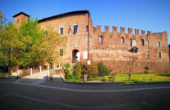 ‪Castello Visconteo di Binasco‬