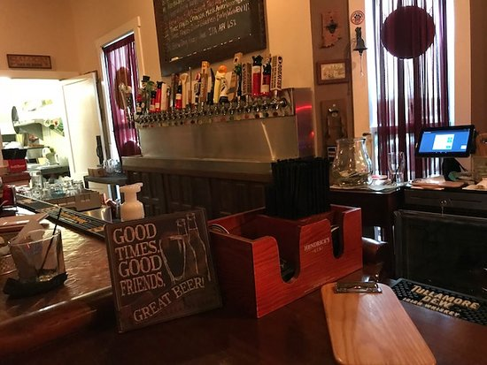 Jeffersonville, IN: Great variety of beers on tap.