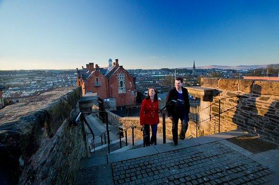 Derry, UK: Derry walls overlooking Bogside