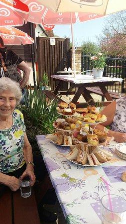 Battlesbridge, UK: Afternoon tea at the Haybarn