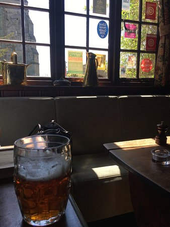West Hoathly, UK: A magnificent pint of Wild Man IPA whilst sitting in the bar of The Cat