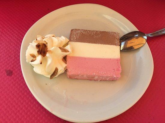 Pouzolles, France: dessert